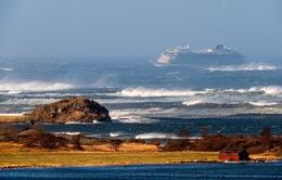 Na Uy: Cứu hộ du thuyền chở 1.300 khách chết máy ngoài biển
