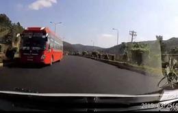 Tài xế xe khách chạy ngược chiều trên cao tốc bị tước bằng lái 5 tháng