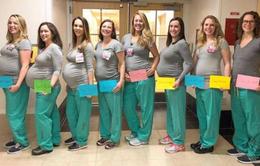Hy hữu: 9 cô y tá rủ nhau cùng nghỉ đẻ
