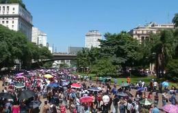15.000 người Brazil xếp hàng dài chờ xin việc