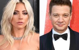 """Hậu hủy hôn, Lady Gaga hẹn hò với ngôi sao """"Avengers"""" Jeremy Renner?"""