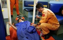 Cấp cứu khẩn cấp thuyền viên tàu QNa 90767 TS bị thương nặng ở cổ