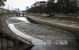 Nước sông, hồ Hà Nội có hàm lượng dầu mỡ cao