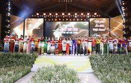 BST áo dài 99 Quốc kỳ mở màn Lễ hội áo dài TP.HCM lần thứ 6
