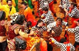 Khám phá lễ hội ném cam thú vị ở Italy