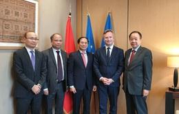 Đặc phái viên của Thủ tướng Chính phủ thăm Pháp