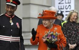 """Nữ hoàng Anh Elizabeth tạo """"cơn sốt"""" trên Instagram"""