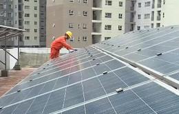 Tiết kiệm tiền điện bằng pin năng lượng mặt trời áp mái