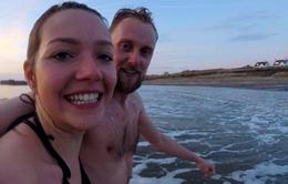 Bơi trong nước lạnh 100 ngày để chữa đau nửa đầu