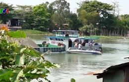 Va chạm với sà lan, hàng trăm tấn gạo bị chìm xuống sông