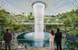 Thác nước trong nhà cao 40m ở sân bay quốc tế Changi, Singapore