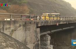 Cầu Ngòi Thủ vẫn chưa được sửa chữa sau 7 tháng xảy ra sự cố
