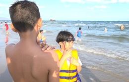 Nhiều du khách tắm biển ở Vũng Tàu bị ngứa do sứa