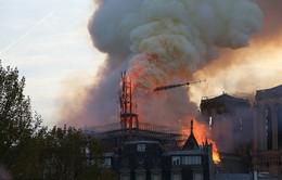 [Chùm ảnh] Biểu tượng hơn 800 năm tuổi Nhà thờ Đức Bà Paris chìm trong biển lửa