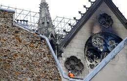 Nhà thờ Đức Bà Paris tan hoang sau vụ cháy kinh hoàng, có thể mất nhiều năm mới phục dựng xong