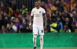 """Fan Man Utd kêu gọi """"tội đồ"""" giải nghệ"""