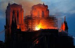 Pháp đẩy mạnh công tác điều tra và khắc phục vụ cháy nhà thờ