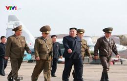 Nhà lãnh đạo Triều Tiên Kim Jong-un thị sát cuộc diễn tập bay