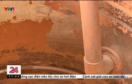 Đóng tiền nước sạch, sống chung với nước bẩn