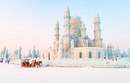 Khung cảnh hỗn độn khi những tòa lâu đài băng đẹp nhất thế giới tan chảy