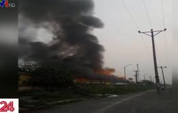 Hà Nội: Cháy lớn kho chứa bao bì công ty dược và trang thiết bị y tế