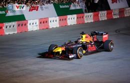 ẢNH: Màn biểu diễn đua xe F1 mãn nhãn của David Coulthard trên đường phố Hà Nội