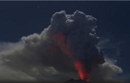 Núi lửa Agung trên đảo Bali, Indonesia thức giấc