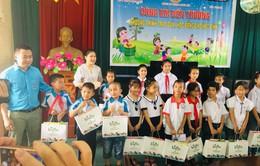 Trao tặng 20 suất học bổng và 1.140 suất quà đến với học sinh nghèo vượt khó tỉnh Hải Dương