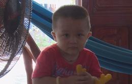 Cậu bé 2 tuổi đã biết đọc cả tiếng Việt lẫn tiếng Anh