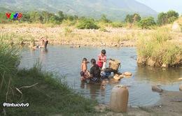 Nhiều nguy hại khi cả xã uống nước nhiễm bẩn