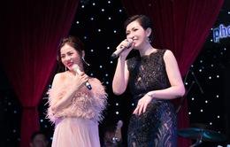 Nguyễn Hồng Nhung nồng nàn cùng Lệ Quyên trên sân khấu