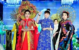 """Nữ hoàng hoa hồng Thanh Hương mặc áo dài """"Thủ đô Hà Nội"""" mừng đại lễ"""