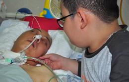 Đột nhiên bị chảy máu não, tính mạng người bố trẻ nguy kịch trong tiếng gọi thảm thiết của con