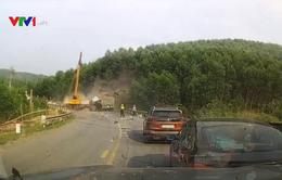 Không làm chủ tốc độ, xe tải lao thẳng vào xe cẩu đang cứu hộ