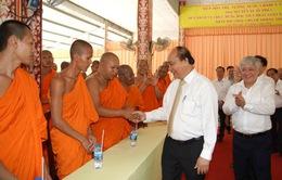 Thủ tướng Nguyễn Xuân Phúc thăm Học viện Phật giáo Nam tông Khmer