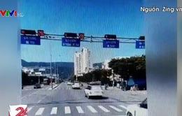 Hơn 10 ô tô nối đuôi nhau vượt đèn đỏ ở Đà Nẵng