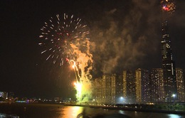 TP.HCM bắn pháo hoa mừng 44 năm ngày đất nước thống nhất