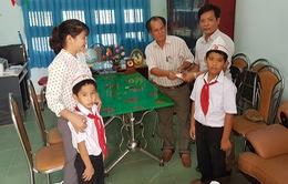 Bình Định: 2 học sinh Tiểu học trả lại 6 chỉ vàng nhặt được