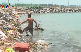 Ô nhiễm rác thải tại khu dân cư ven biển