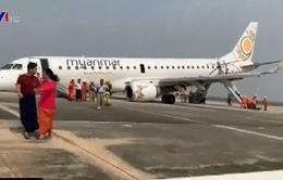 Máy bay Myanmar gặp sự cố khi hạ cánh