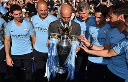 ẢNH: Khoảnh khắc ấn tượng trong ngày Man City đăng quang Ngoại hạng Anh