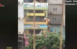 Hà Nội: Cháy trường mầm non, hàng chục trẻ được giải cứu