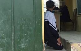 Tranh luận việc kỷ luật cô giáo bắt học sinh phạt quỳ