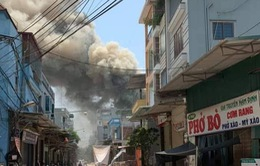 Cháy lớn tại 7 xưởng gỗ liền kề ở Thạch Thất, Hà Nội