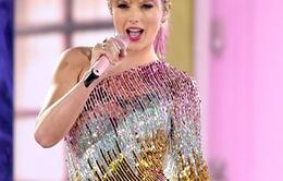 """Taylor Swif bị """"buộc tội"""" bắt chước Beyoncé trong lễ trao giải Billboard Music Award"""