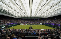 Các tay vợt hào hứng trải nghiệm mái che tại sân số 1 của Wimbledon