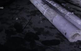 Xe container kéo đổ hàng loạt cột điện trên tỉnh lộ 43