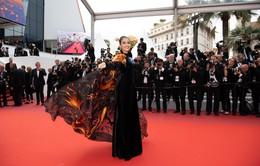 Trương Thị May diện áo dài lộng lẫy trên thảm đỏ Cannes 2019