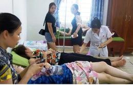 Hơn 40 du khách nhập viện cấp cứu sau tiệc hải sản ở biển Hải Tiến, Thanh Hóa