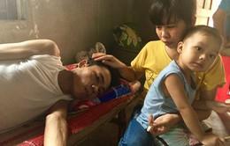Bố mẹ già bất lực nhìn 2 con trai nằm chờ chết vì ung thư não